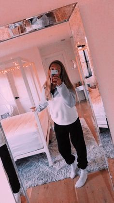 room and outfit goals Lazy Outfits goals Outfit room Baddie Outfits For School, Cute Lazy Outfits, Teenage Outfits, Cute Outfits For School, Chill Outfits, Teen Fashion Outfits, Simple Outfits, Lazy School Outfit, Fashion Women