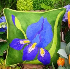 Inspired by Irises Wool Applique Throw Pillow - Wool Applique - WoolyLady Wool Applique Quilts, Applique Pillows, Wool Applique Patterns, Wool Quilts, Wool Pillows, Felt Applique, Flower Applique, Diy Pillows, Throw Pillows