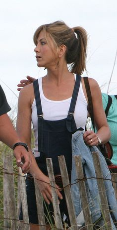 Jennifer Aniston is seen on the set of 'Marley and Me' on April 2008 in Miami Beach, Florida. Get premium, high resolution news photos at Getty Images Jennifer Aniston Friends, Jennifer Aniston Pictures, Jennifer Aniston Style, Beautiful Celebrities, Beautiful Actresses, Jennifer Aninston, Hollywood Actresses, Actors & Actresses, Marley And Me