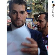 Señor Cavill no se muerda ese labio, sabe el efecto que me produce ;) #Repost @susan_ivey with @repostapp ・・・ That time Henry Cavill noticed our existence  #manfromuncle #henrycavill #superman