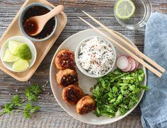 ASIATISKE KYLLINGBOLLER MED CHILISAUS   TRINES MATBLOGG Frisk, Tapas, Grains, Cookies, Breakfast, Ethnic Recipes, Kitchen, Food, Inspiration