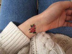 minimal wrist rose tattoo küçük gül dövmeleri bilek