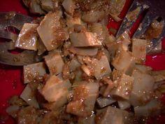 Marinerede artiskokker med valnøddeolie og koriander.