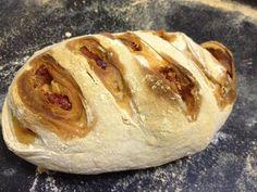 Pão com chouriço   Easy  bread   #artisanbread #pão #pão pirex #pãocomchouriço  #nokeadbread #Pãoartesanal #Homemade #Homemadebread #bread #easybread #deliciousbread #pãocaseiro #Pain