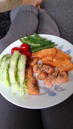 Salma❤️ Caprese Salad, Food, Meal, Essen, Hoods, Meals, Insalata Caprese, Eten