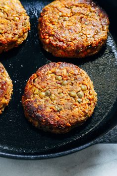 Classic Lentil Burgers- made with wholesome ingredients, these veggie burgers have a classic flavor that pairs well with any toppings. Each burger packs of the RDI for iron and 12 grams of protein! (vegetarian with vegan and gluten-free option) Lentil Burgers, Vegan Burgers, Vegan Lentil Burger, Best Veggie Burger, Turkey Burgers, Vegan Vegetarian, Vegetarian Recipes, Healthy Recipes, Vegan Lentil Recipes