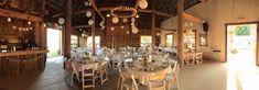 Il en faut peu pour être heureux et décorer une grange centenaire pour un mariage dans un vignoble du Québec.