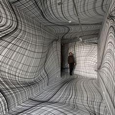 The Austrian artist transforms extraordinary architectural areas into optical illusions - Corbusier Peter Kogler, Line Design Pattern, Futurism Art, Textile Sculpture, Botanical Tattoo, Colossal Art, Ads Creative, Art Plastique, Op Art
