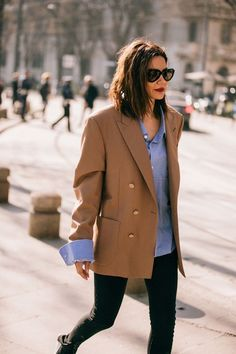 effortlessly chic fall outfit with camel blazer Mode Outfits, Chic Outfits, Trendy Outfits, Fashion Outfits, Fashion Trends, Outfits Damen, Blazer Outfits, Blazer Fashion, Blazer Dress