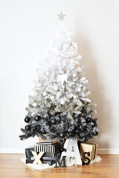 White to Black Ombre Christmas Tree with coordinating bulb ornaments. The most beautiful ombre Christmas tree I have seen! Ombre Christmas Tree, Noel Christmas, Xmas Trees, Modern Christmas Trees, Black Xmas Tree, Christmas Gifts, Mini White Christmas Tree, Modern Holiday Decor, Christmas Trends