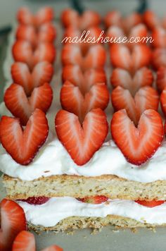 Nalle's House: Scandinavian Oatmeal Strawberries and Cream Cake (substitute cool whip for cream when in a pinch)!