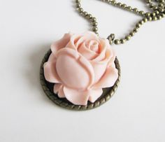 Peach flower necklace, vintage, lovelyy ♥