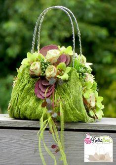Newest For Bag Flower Arrangement Deco Floral, Arte Floral, Floral Design, Arreglos Ikebana, Deco Nature, Modern Flower Arrangements, Floral Bags, Floral Purses, Floral Flowers