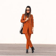 Este traje de color naranja es precioso pero si le añadimos estos botines perfectos  de  @fratellirossettiofficial el resultado es lo más  This orange #suit is simply amazing but syled with these perfect ankle boots from #FratelliRossetti the outfit is absolutely pretty  www.withorwithoutshoes.com  #girl#zara#ootd#wiw#shoeaddict#ankleboots#fashionshoes#RossettiWorld#madeinitaly#shoes#shoe#zaradaily