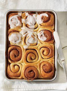 Ricardo& recipes Cinnamon Rolls (made with mashed potatoes) Cinnamon Bun Recipe, Babka Recipe, Cinnamon Rolls, Yummy Treats, Yummy Food, Ricardo Recipe, Us Foods, Breakfast Cake, Pain Au Chocolat