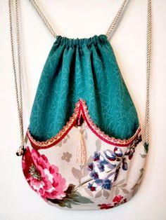 Sewing Tutorials Bags Zipper Pouch 59 Super Ideas Source by marietacha bags Diy Purse With Pockets, Simple Bags, Easy Bag, Sewing Tutorials, Sewing Diy, Free Sewing, Sewing Projects, Diy Backpack, Diy Bags Purses