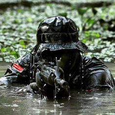 Soldiers from the Indonesian Army Infantry Division Kostrad. Military Gear, Military Police, Usmc, Indian Army Special Forces, Indian Army Wallpapers, Green Beret, Special Ops, Cow Girl, Navy Seals