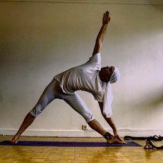 Another sdy, #UttitaTrikonasana for the amazing Sierly @sierlywijaya sorry for the delay I invite the yogis tagged to strike a pose if and whenever they'd like. #justlivebarefoot #ॐ #barefootlife #barefootlifestyle #om #yogaeveryday #yogi #yoga #barefoot #dirtyyogifeet #yogafeet #dirtyyogafeet #yogaeverydamnday #namaste #MrPitig #yogifeet #hippies #instaYoga #sexyyoga #nelipot #igYoga #asana #igyogafamily #YogiToes #paris #ParisYoga #YogaParis (à Nanterre, France)