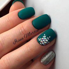 35 beautiful winter nail art designs that will melt your heart 2 Matte Green Nails, Dark Nails, Blue Nails, Matte Nails, Matte Gel, Gold Nails, Matte Black, Nail Art Noel, Fall Nail Art