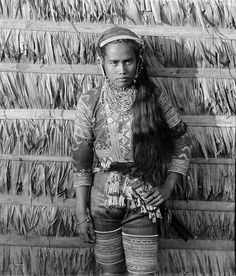 Moro, Mindanao, Philippines, late or early Century Philippines Outfit, Philippines People, Visit Philippines, Philippines Culture, Filipino Art, Filipino Culture, Filipino Fashion, Filipiniana, Historia