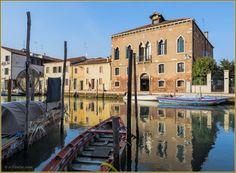 Les reflets du canal San Donato, le long de la Fondamenta Sebastiano Santi à Murano.