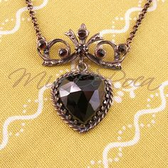 Granatcollier Clara - MiaDeRoca Garnet Necklace, Pendant Necklace, Shops, Pendants, Dark, Silver, Beautiful, Jewelry, Dark Red