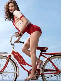 24 Sexy Pics Of 'Shameless' Actress Emmy Rossum