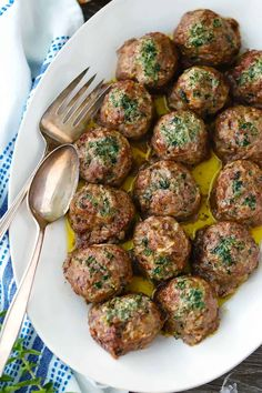 Keftedes (Greek Meatballs) with Herb Butter - These super flavorful Greek Meatballs (keftedes) are baked instead of fried and drizzled with herbs - Bon Appetit, Ratatouille, Greek Dinners, Greek Meatballs, Clean Eating, Herb Butter, Great Appetizers, Mediterranean Recipes, Mediterranean Meatballs Recipe