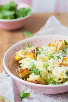 Groene pasta salade   Simone's Kitchen In plaats van de mayonaise gebruik ik (extra) yoghurt of eventueel yogonaise.