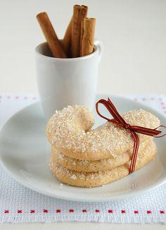 Cinnamon candy canes / Bengalinhas de canela by Patricia Scarpin, via Flickr