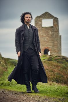Aidan Turner as Ross Poldark in the BBC/PBS series POLDARK. POLDARK begin the fourth series in the summer of airing in Great Britain on BBC, then in the fall in the USA on PBS Masterpiece on Sunday nights. Poldark 2015, Demelza Poldark, Poldark Series, Ross Poldark, Acteurs Poldark, Ross And Demelza, Aidan Turner Poldark, Masterpiece Theater, Eleanor Tomlinson