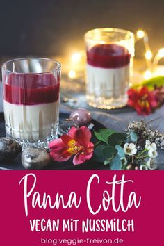 This panna cotta is a simple dessert in a glass.- This panna cotta is a simple dessert in a glass. Perfect for Christmas, easy to prepare, few ingredients – and: This dessert in a glass is vegan, gluten-free and lactose-free. Desserts Végétaliens, Desserts In A Glass, Desserts For A Crowd, Fancy Desserts, Dessert Recipes, Dessert Simple, Bon Dessert, Mary Berry, Christmas Brunch