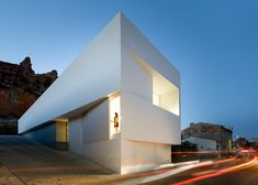Casa en la Ladera de un Castillo, near Valencia, Spain by Fran Silvestre Arquitectos: God Damn you're beautiful!!!