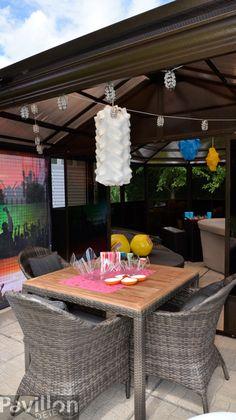 Il ne faut pas oublier le coin repas, jeux et discussion!  http://www.clubpiscine.ca/3000-produit-collections-collection-palm-spring-gris.html