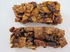 Une barre de céréales Labriski? Non! OUI! Sans sucre et sans gras ajoutés comme l'ensemble de toutes les Labriskinneries de ce blogue. Chouette, on va manger des barres! Après la galette Énergie de fer, la Làlà et dernièrement la Sur une pinotte!, voici une nouvelle création qui met en vedette le beurre d'arachide (ou le... My Favorite Food, Favorite Recipes, Healthy Desserts, Healthy Recipes, Salty Snacks, Energy Bites, Granola, Biscuits, Pork