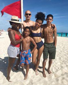 Yara Shahidi's family dad Iranian mother African American #bwwm#wmbw#interracial#family#families#familyphoto