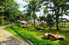 This comfortable hotel is on a wide expanse of beach that runs right up to the spacious pool area. #beautiful #holiday #beachfront #romantic #luxury #pool #garden #indonesia http://thebeachfrontclub.com/beach-hotel/asia/indonesia/bali/seminyak-beach/sofitel-seminyak-bali/
