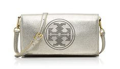 An understated classic, the Tory Burch Perforated logo small clutch is a versatile handheld bag that can easily be dressed up or down.