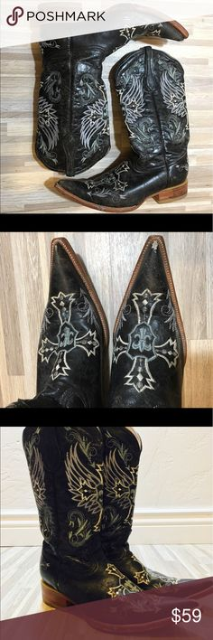 Men's Carreta Cowboy Boots Black  Size 7.5 26 1/2 Preloved Caretta Black embroidered cowboy boots size 7.5 or 29.5. Well worn shows signs of damage on tip of toe. Has light blue and white cross designs. Pointed toe with small heel... Made in Mexico. These can also be worn by woman depending on style and preference. Bottom of heels show signs of use but have lots of life left. Carreta Shoes Boots