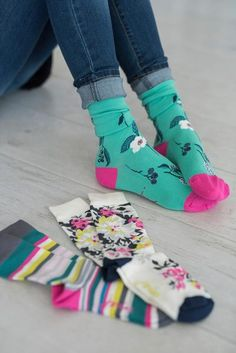 Give your feet a hug, they deserve it. These socks are made with bamboo, which has more benefits than you can shake a stick at such as being hypoallergenic, thermo-regulating and other long, scientifi Baby Tights, Fashion Corner, My Socks, Dear Santa, Sock Shoes, Dress Me Up, Dress To Impress, Pattern Design, What To Wear