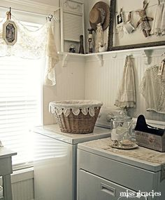 Sure would love bead board in my laundry area! Vintage White Laundry Room LOVE IT! Cocina Shabby Chic, Shabby Chic Kitchen, White Laundry Rooms, Decoration Shabby, Ideas Prácticas, Room Ideas, Decor Ideas, Laundry Room Inspiration, Vintage Laundry