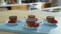 Mousse au chocolat... miam! miam! et oui, du tofu dans un dessert. Suggestion : je mets 100 g de choco au lieu de 150 g, le goût est ainsi un peu moins prononcé. Bon appétit!