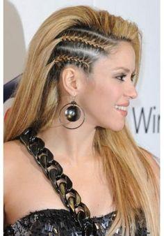 Shakira escolheu tranças laterais. http://vilamulher.terra.com.br/10-penteados-para-madrinhas-impecaveis-2-1-12-983.html Foto: Blog da Marjorie