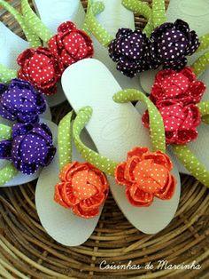 Havaianas flip flops with flowers Bling Flip Flops, Bridal Flip Flops, Mens Flip Flops, Flip Flop Shoes, Flip Flop Craft, Decorating Flip Flops, Dollar Store Crafts, Fabric Jewelry, Beaded Flowers