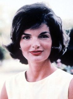 Jackie Kennedy in 1961 when she was America's style icon and its very popular First Lady. Just two years later she would be left a widow Jacqueline Kennedy Onassis, Estilo Jackie Kennedy, Mrs Kennedy, Carla Bruni, Grace Kelly, Elegant Woman, Audrey Hepburn, Dramatic Classic, Classy Women