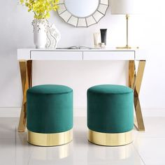 Inspired Home Elsa Green Velvet Round Ottoman. Modern and chic upholstery with rich velvet fabric and shiny metal base add a touch of freshness to your home decor. Home Modern, Modern Contemporary, Modern Sofa, Modern Living, Round Ottoman, Upholstered Ottoman, Ottoman Stool, Inspired Homes, Extra Seating