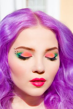 Doe Deere's watermelon inspired makeup. She used Chinadoll & Palette d'Antoinette for the eyeshadow and Countessa Fluorescent + Centrifuchsia for the lips!