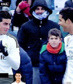 El James - I can't wait to see Crismes in action again 😍 James Rodriguez, Cristiano Ronaldo Haircut, Real Madrid Club, Cristiano Ronaldo Wallpapers, Soccer Boys, Football Wallpaper, Handsome Boys, My Love, Celebrities