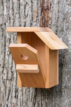 This bird house is made of Cedar and has a unique design. The depth of the box, the floor size and the hole diameter are optimized for the Black Capped Chickadee to nest in better condition. A light coat of selected natural linseed oil is applied on the product, to consolidate the wood