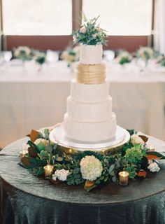 Gold and White Wedding Cake | photography by http://www.claryphoto.com/